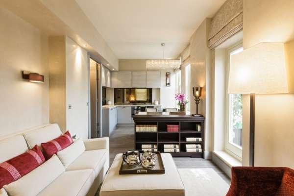 Интерьер маленькой кухни в частном доме - фото совмещения с гостиной
