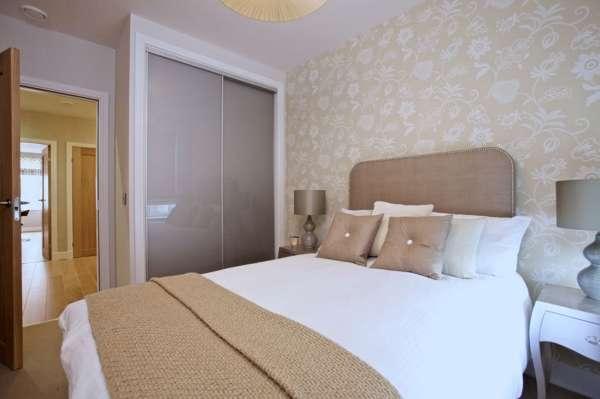 Двухстворчатый шкаф купе в спальню - фото встроенной модели