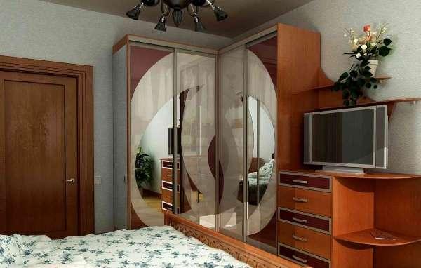 Красивые шкафы купе для спальни - фото угловой модели с телевизором