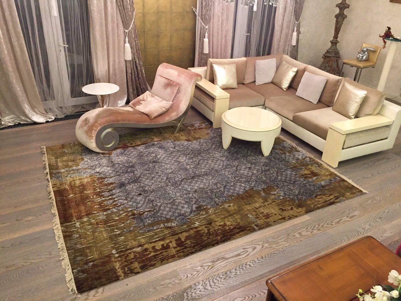 Ковер дизайнерской коллекции «Артефакт» в гостиной