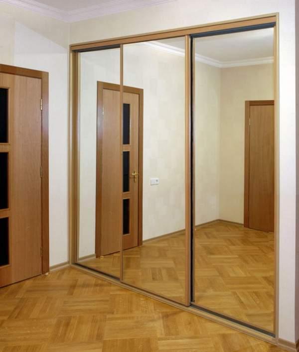 Зеркальные двери для встраиваемого шкафа купе