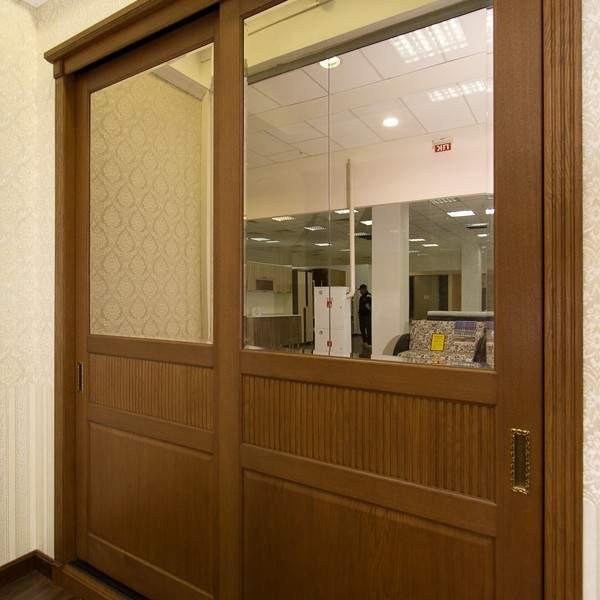 Деревянные двери для встраиваемого шкафа купе с зеркалом