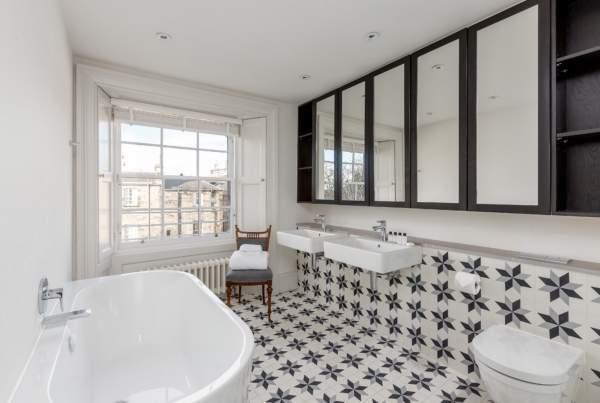 Красивая плитка для ванной комнаты с узором - фото в интерьере