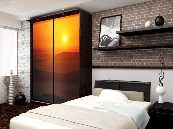 Оригинальные идеи шкафа купе в спальне - фотопечать на дверях