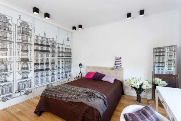 Дизайн спальни со шкафом купе с черно-белым рисунком