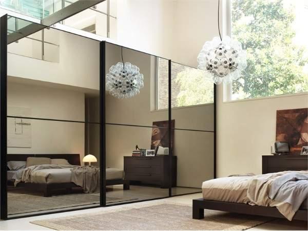 Зеркальный шкаф купе в спальню с оттенком бронзы