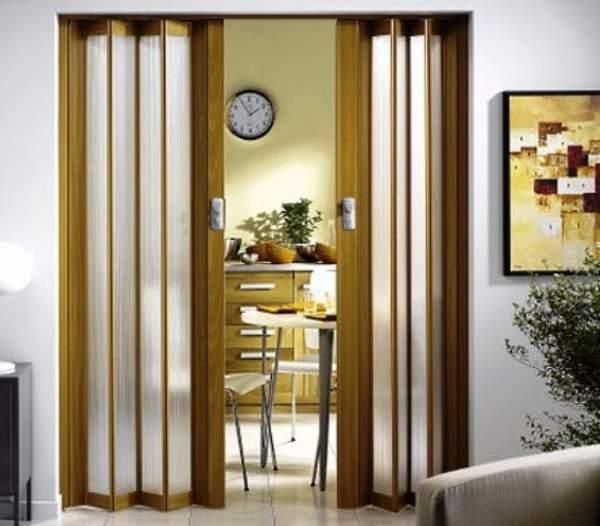 Дверь гармошка на кухню - фото межкомнатных дверей