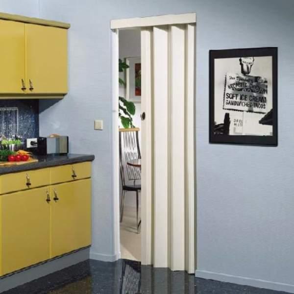 Текстильная дверь гармошка на кухню в белом цвете