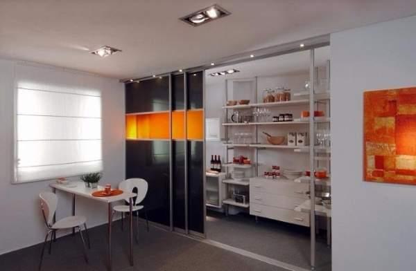 Перегородка дверь купе на кухню в дизайне квартиры