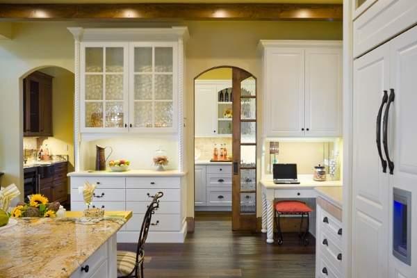 Раздвижные двери на кухню - фото в дизайне интерьера