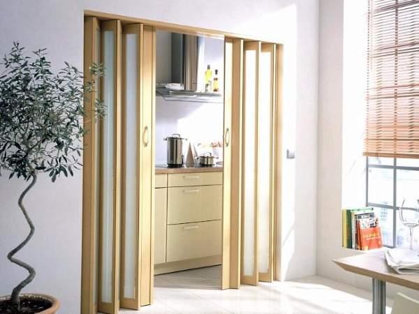 Кухонные двери гармошка из дерева со стеклом