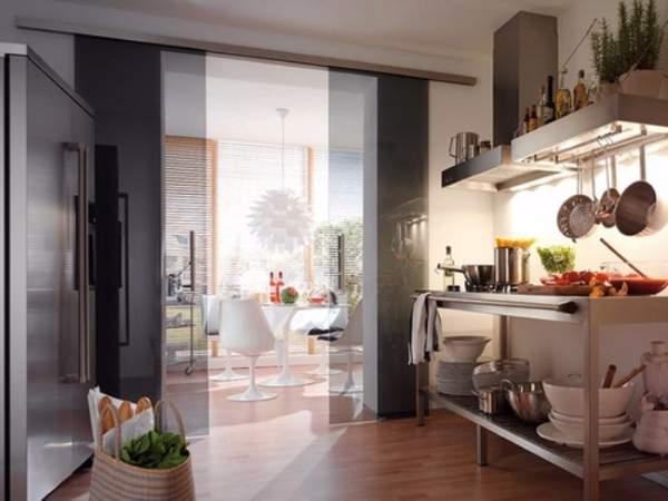 Черные кухонные двери из стекла - дверь купе на кухню