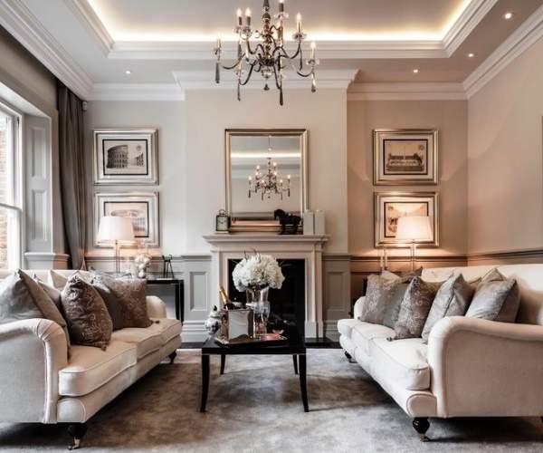 Современный дизайн гостиной с камином в частном доме - фото