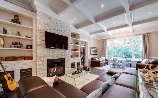 Как оформить зал в своём доме - интерьер гостиной с камином