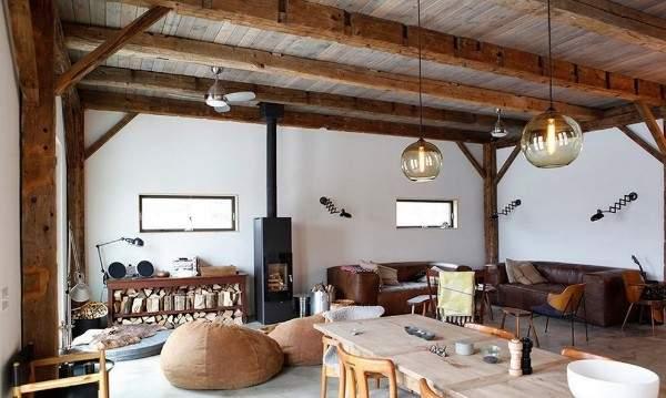 Интерьер зала в частном доме в скандинавском стиле кантри