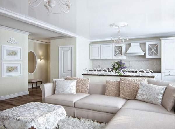 Классический дизайн гостиной в частном доме в белом цвете