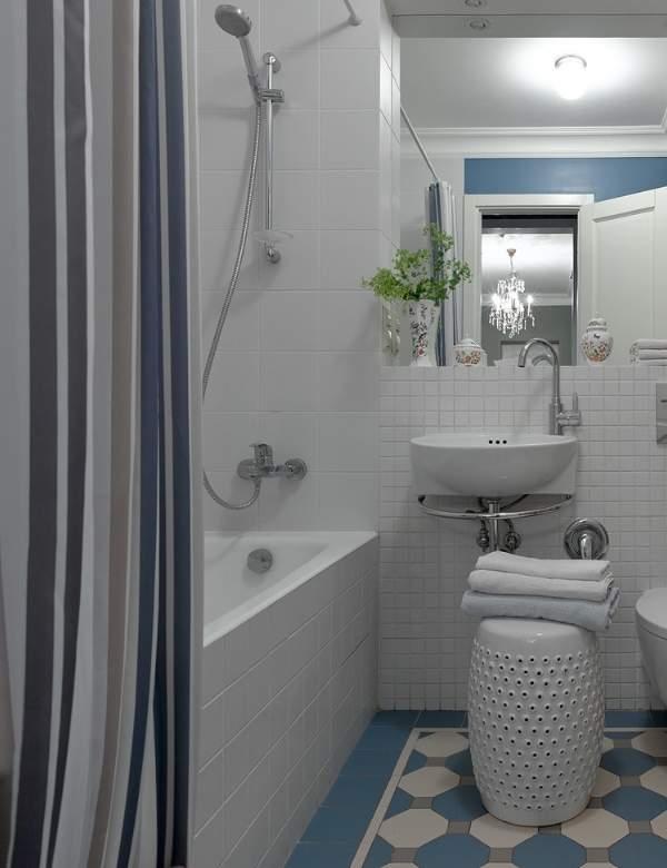 Красивые маленькие ванные комнаты - фото в белом и синем цвете
