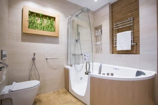 Красивые маленькие ванные комнаты с ванной