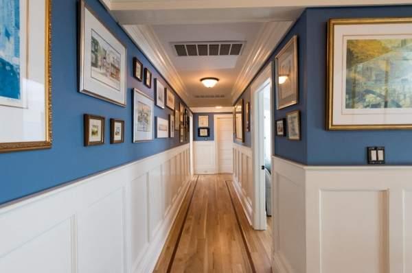 Второй этаж в частном доме - идея для оформления коридора