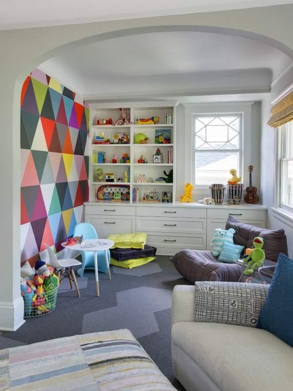 Красочный дизайн детской комнаты в ярких тонах