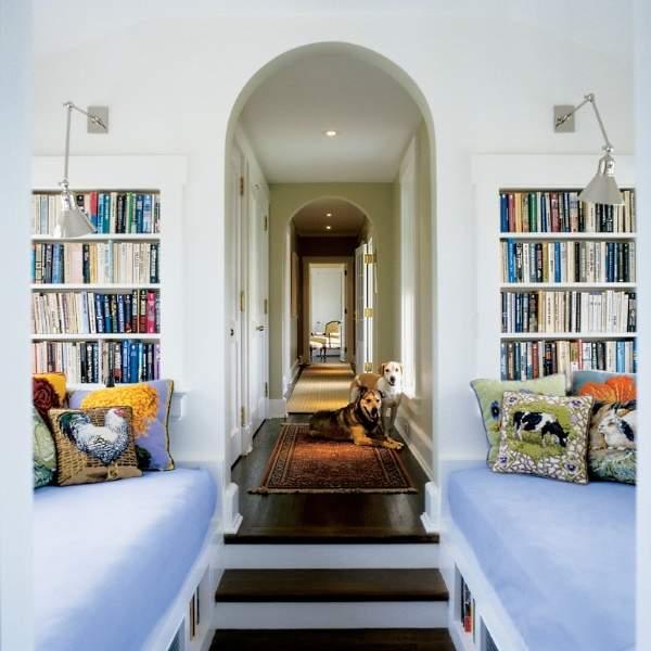 Уголок для чтения в дизайне второго этажа в частном доме