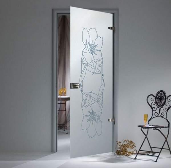Распашная дверь стеклянная межкомнатная матовая с рисунком цветка