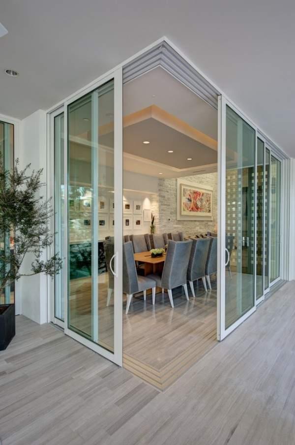 Раздвижные стеклянные межкомнатные двери купе - фото комнаты