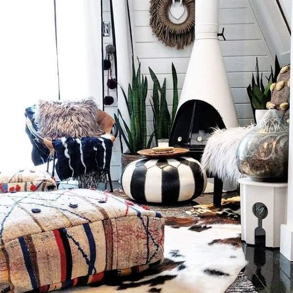 Свежие тренды в интерьере 2017 - яркие пуфики, подушки и ковры