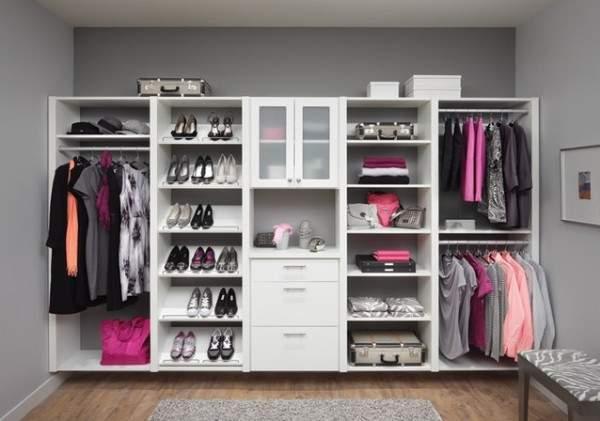 Внутреннее наполнение шкафа купе в спальню - фото гардеробной девушки