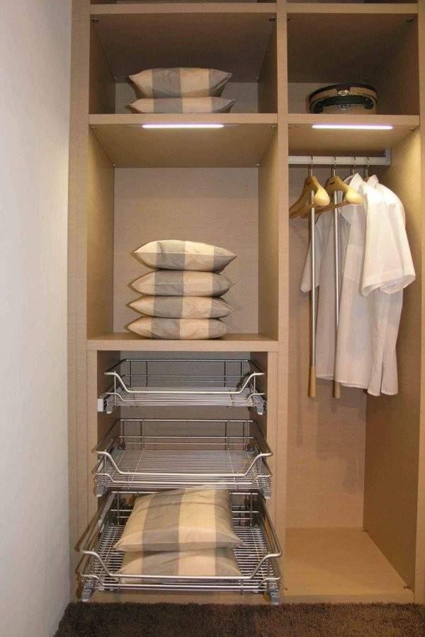 Наполнение встроенного шкафа купе в спальне - пример и фото внутри