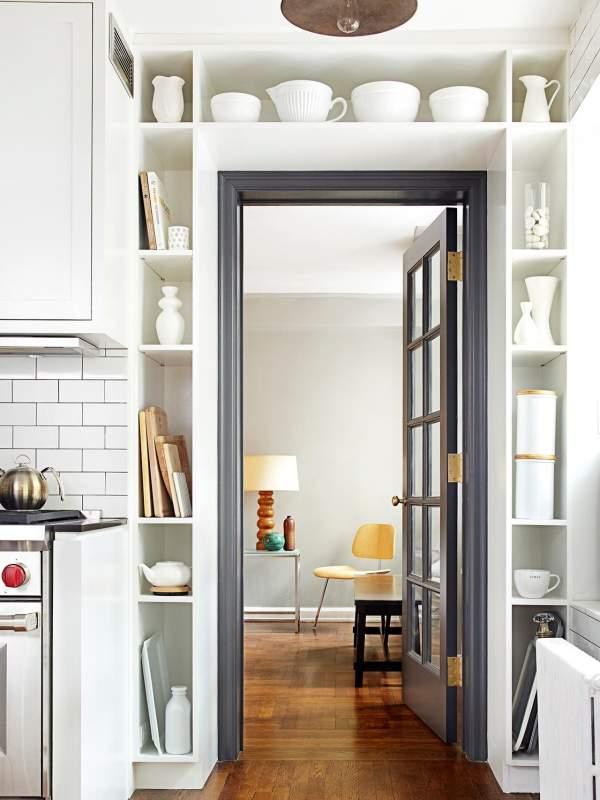 Красивые двери для кухни - фото со шкафом вокруг