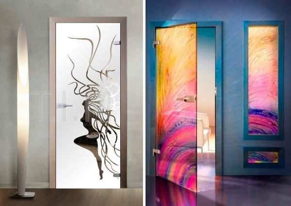 Распашные стеклянные двери межкомнатные с необычным дизайном