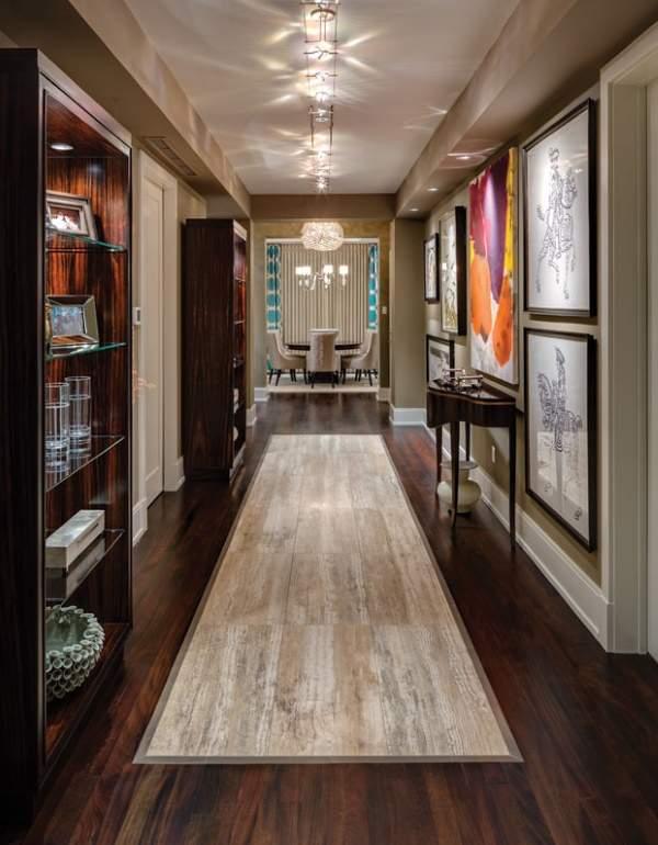 Второй этаж в частном доме - фото отделки и мебели в коридоре