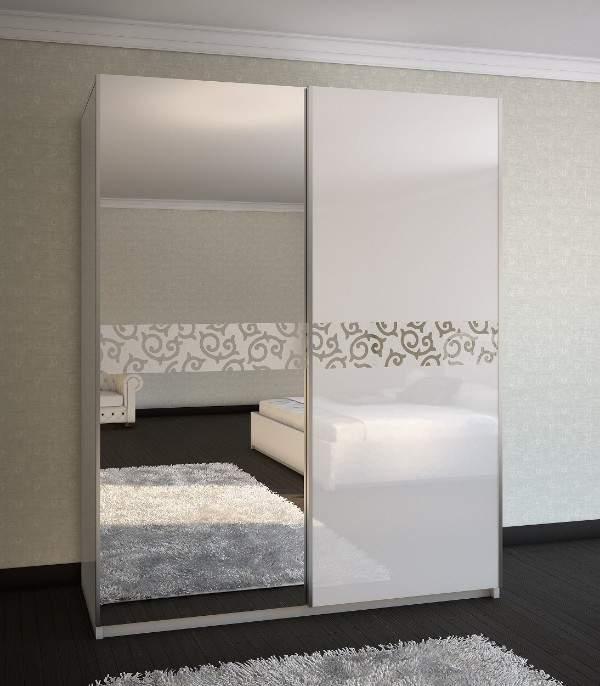 Современные шкафы купе - фото дизайн в спальню с зеркалом
