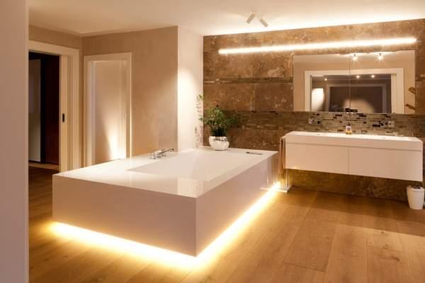 Красивый дизайн ванной комнаты со встроенной светодиодной подсветкой