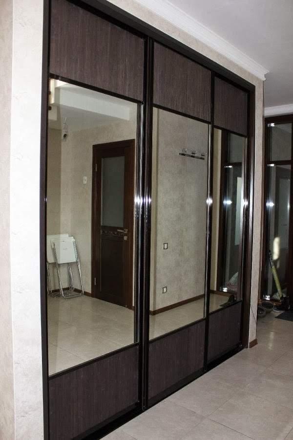 Встроенный шкаф купе с зеркалом - фото