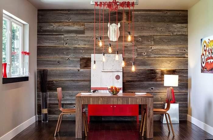 Декор стен деревянными панелями в столовой зоне своими руками