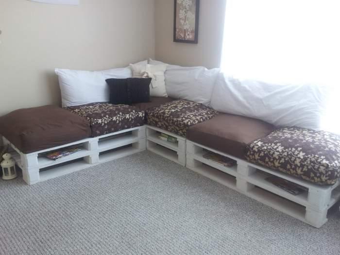 Красивый диван из поддонов своими руками в интерьере