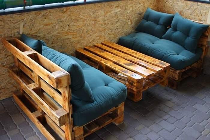 Небольшой диван из поддонов своими руками на балкон