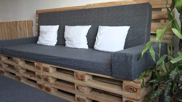 Простой диван из деревянных паллет своими руками