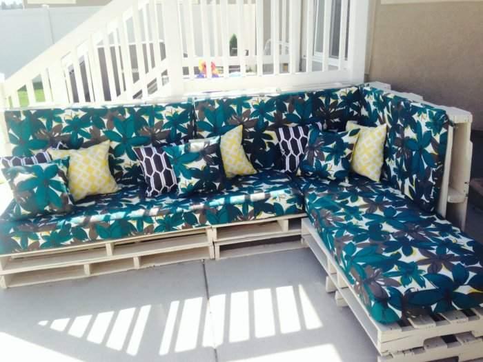 Садовая мебель - диван из поддонов своими руками