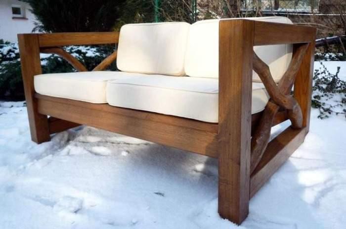 Стильный диван своими руками из массива дерева