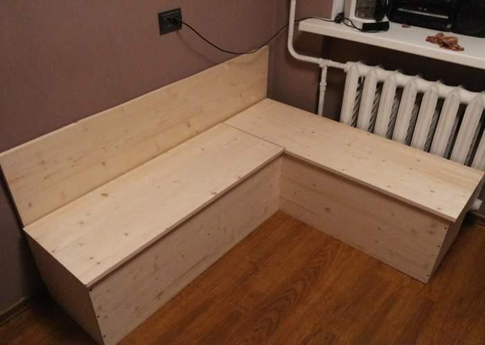 Угловой диван на кухню своими руками из дерева с ящиками для хранения