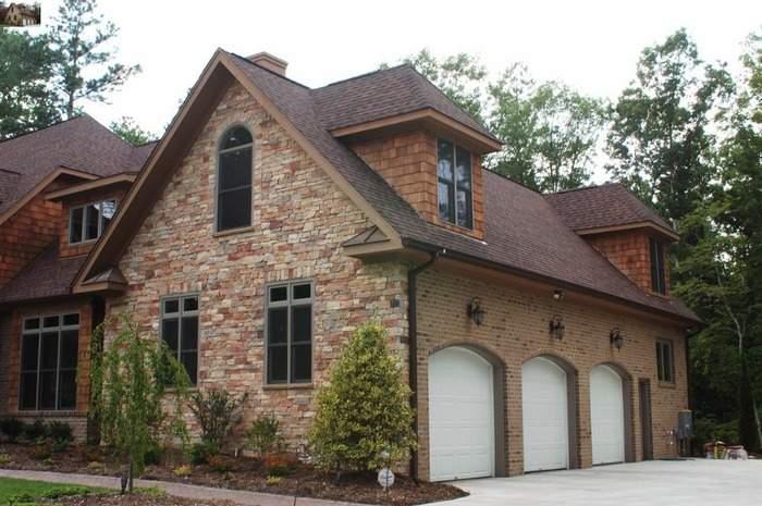 Фото фасада дома с разными облицовочными материалами