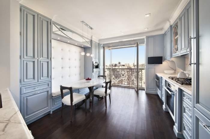 Дизайн кухни с панорамным окном в шикарном стиле классика