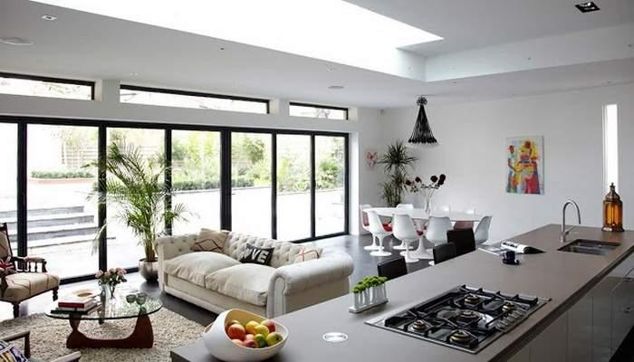 Дизайн квартиры студии с панорамными окнами - фото кухни гостиной