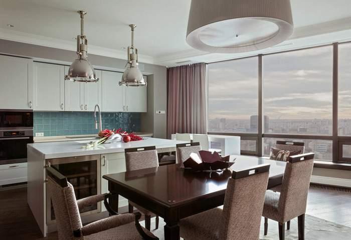 Панорамные окна в дизайне интерьера кухни с островом