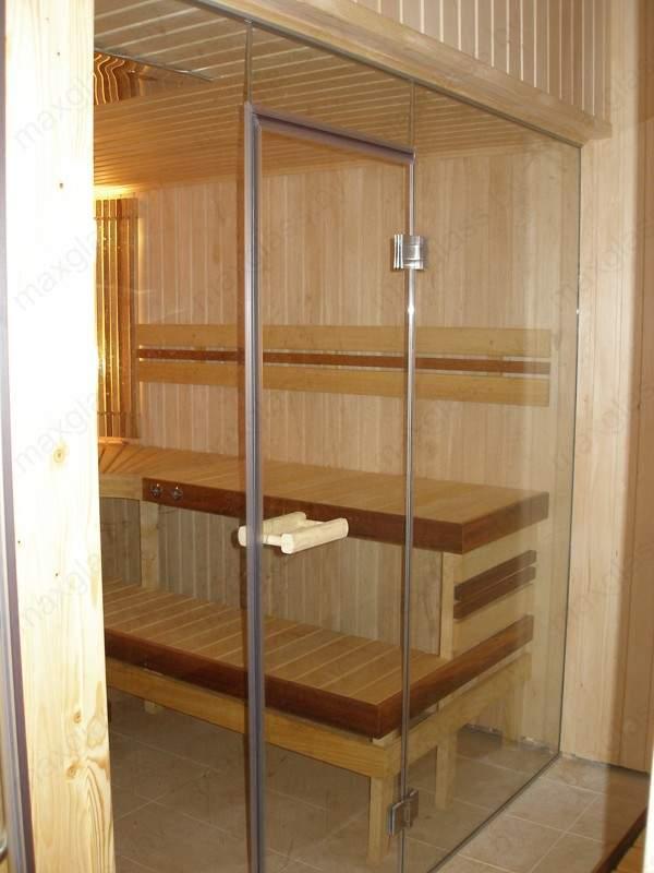 Стеклянные ограждения и двери для сауны и бани с деревянной ручкой