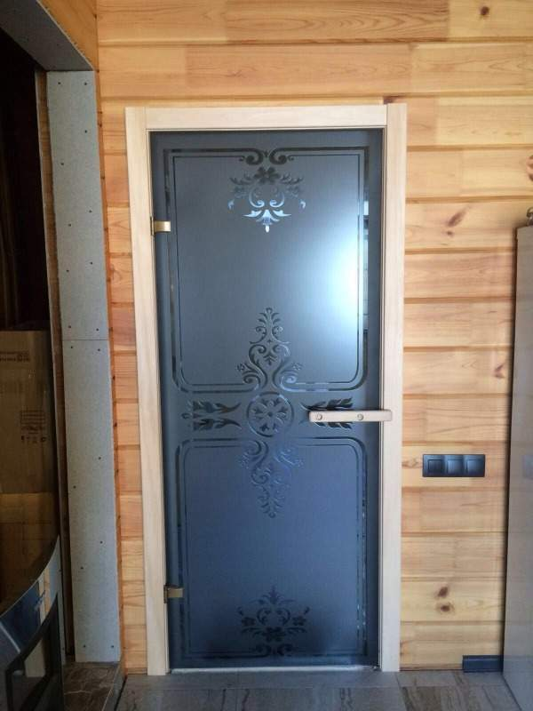 Необычные стеклянные двери для сауны и бани из непрозрачного стекла