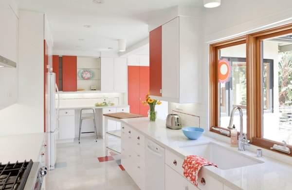 Кухня в белом цвете - фото в сочетании с красными элементами